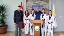 Taekwondocu Kızlardan Başkana Ziyaret