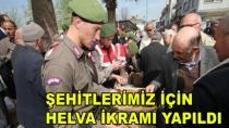 Karamürsel'de Şehitler İçin Helva Dağıtıldı